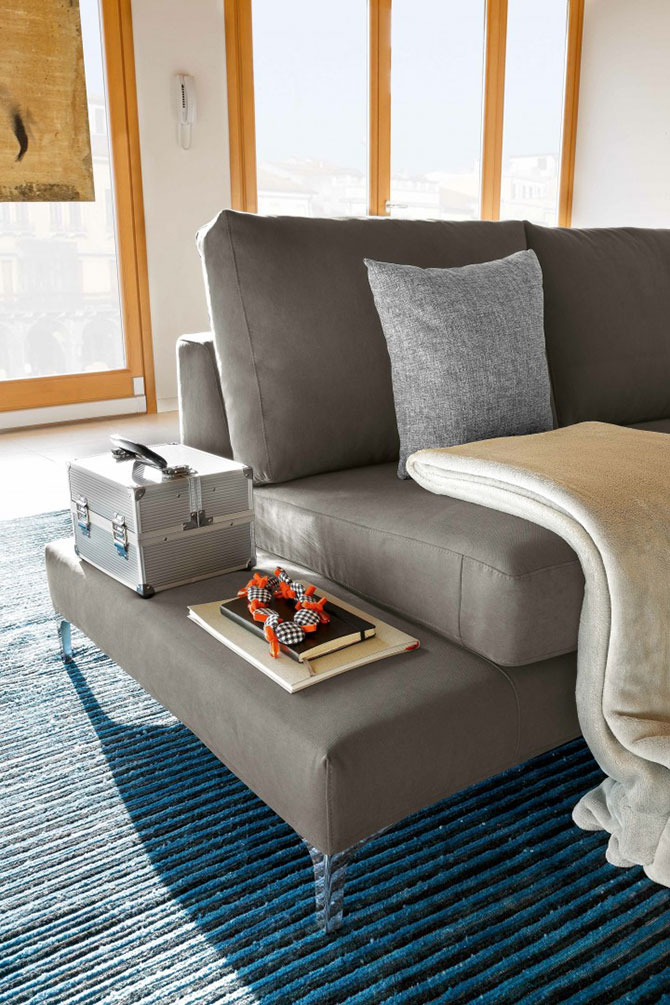 Divano moderno job particolare convert casa for Divano particolare